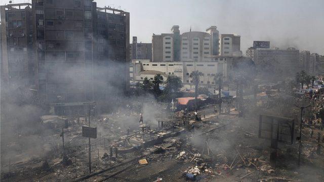 Mısır ordusunun 14 Ağustos'taki müdahalesi üzerine en az bin Mısırlı hayatını kaybetti