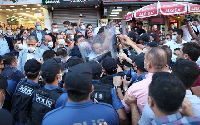 Diyarbakır'da HDP'lilerin izinsiz yürüyüşüne polis izin vermedi
