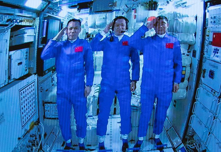 Çin Devlet Başkanı Şi Cinping'den 3 astronota tebrik