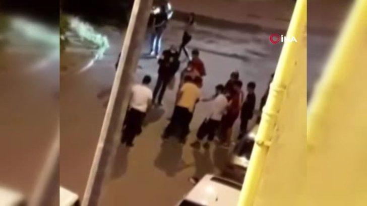 Dehşete düşüren olay! Darp ettikleri kadını arabadan sokağa attılar