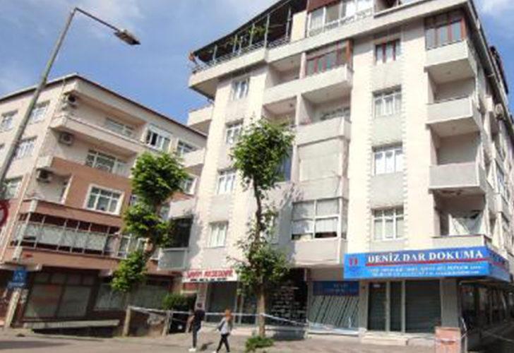 Güngören'de çatlaklar oluşan 4 katlı bina boşaltıldı
