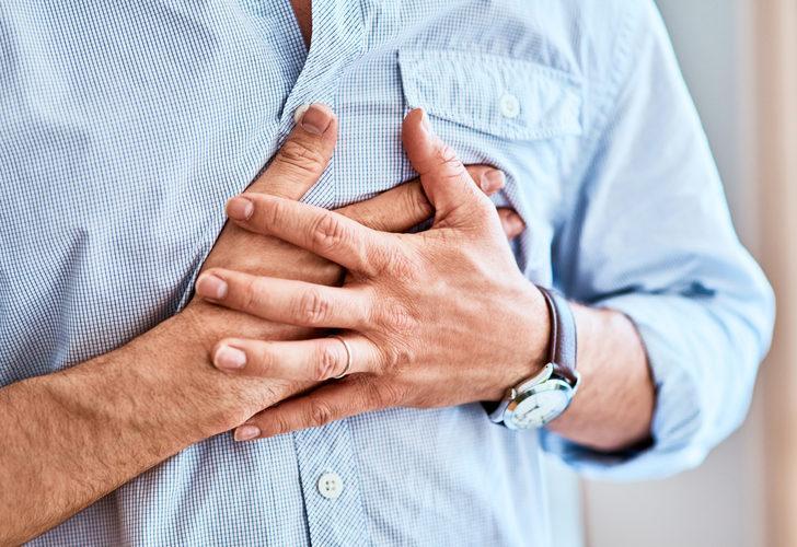 Farkında olmadan kalbinize zarar veriyor olabilirsiniz! Uyurken, çalışırken, yemek yerken alışkanlıklarınız...