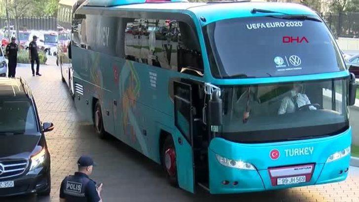 Milli Takım otobüsüne bırakılan not dikkat çekti
