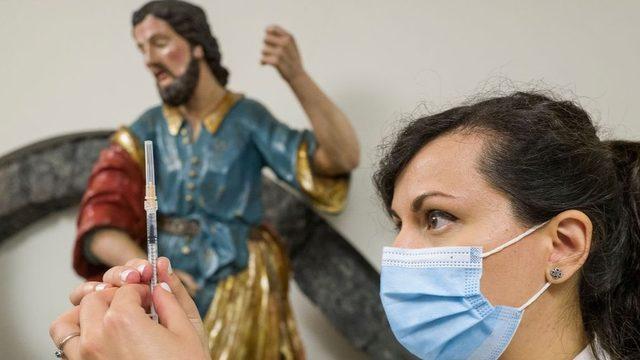 Katanya'daki Diocesan Müzesi, aşı merkezi olarak kullanılıyor.