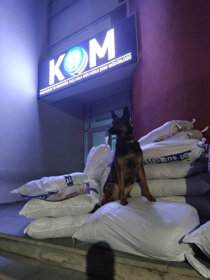 Adana'da kaçak 2 milyon 750 bin makaron, 790 kilogram tütün ele geçirildi