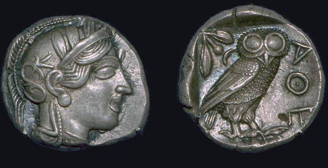 Cemiyetin sembolü olan Minerva Kuşu kabartması