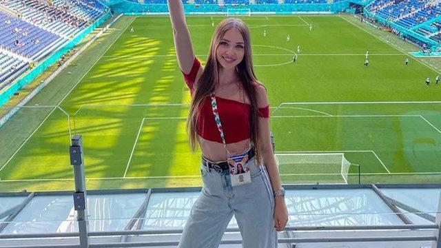 EURO 2020'de kendine eş arıyor! Açtığı pankart olay oldu