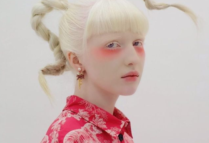 Güzellik kalıplarını alt üst ederek yeni bir güzellik algısı yaratan model Nastya Kumarova sosyal medyanın dikkatini çekti