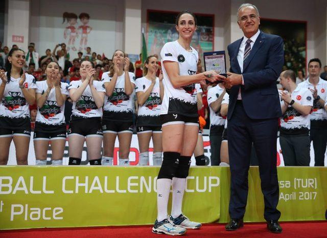 2017'de CEV Kadınlar Voleybol Challenge Kupası final maçında Bursa Büyükşehir Belediyespor ile Olympiakos arasında oynanan maçta