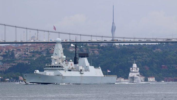 Rusya, sınır ihlali yaptığı gerekçesiyle İngiliz savaş gemisine uyarı ateşi açtığını duyurdu