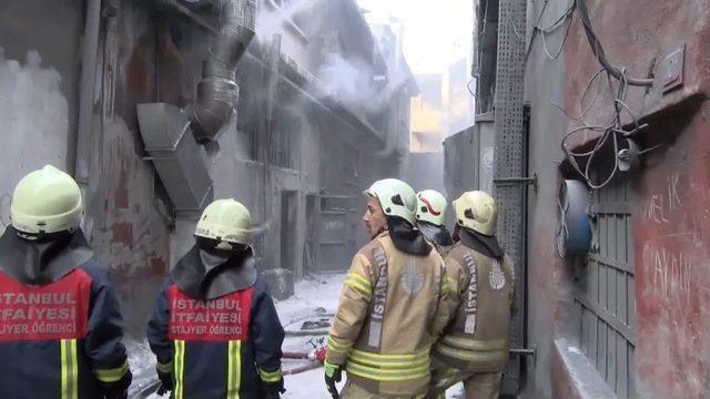 bayrampasada-is-yerinde-patlama-sonrasi-yangin-2-_8286_dhaphoto3