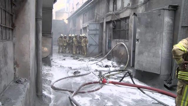 bayrampasada-is-yerinde-patlama-sonrasi-yangin-2-_8286_dhaphoto2
