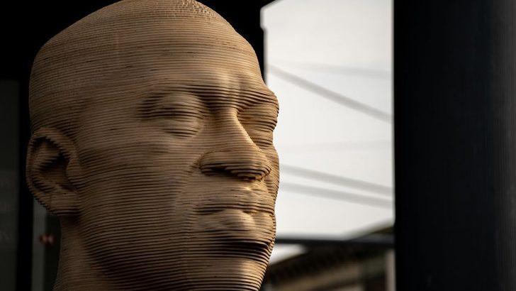 New York'taki George Floyd heykeli aşırı sağcı bir grubun saldırısına uğradı