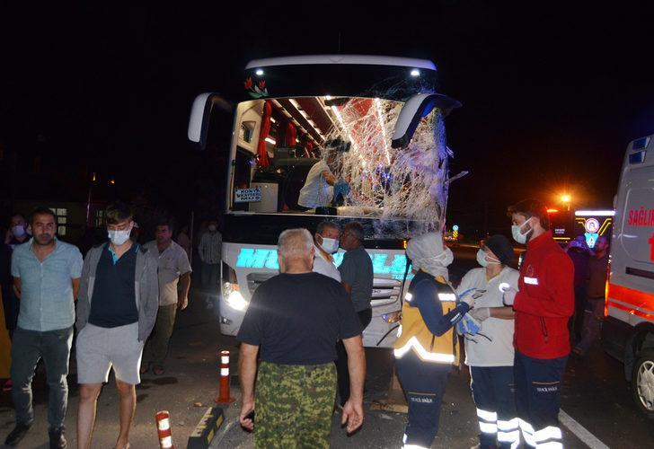 Aksaray'da feci kaza! Yolcu otobüsü ile minibüs çarpıştı: 12 yaralı