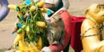 İlginç festival! Tayland'ın Bangkok şehrindeki 'Maymun Büfesi Festivali' yoğun ilgiyle karşılanıyor