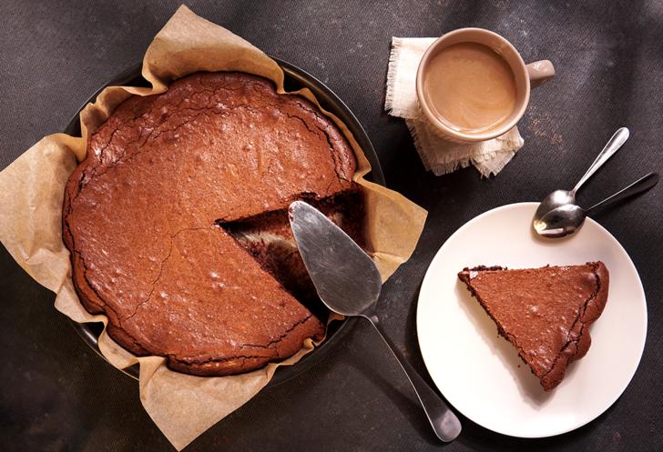 Yapımı sadece 10 dakika sürüyor! Tatlı ihtiyacınıza cevap veren tam kıvamında kakaolu kek tarifi