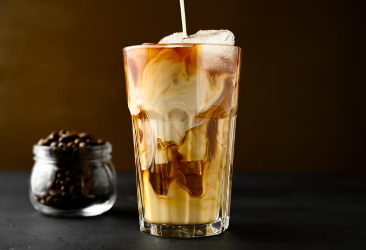 Yaz sıcaklarında ferahlatacak bir kahve tarifi: Klasik Buzlu Frappe