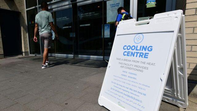 Kanada'da klimalı alanlar yaratılarak 'serinleme merkezleri' kuruldu.