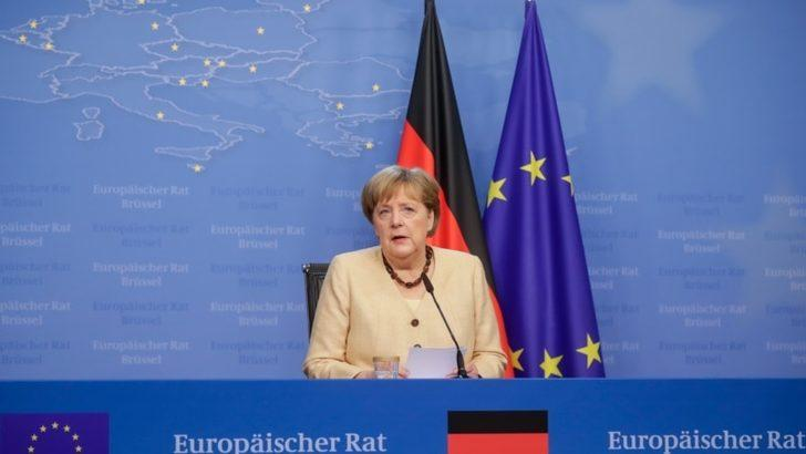 Almanya'da Merkel'in koltuğuna kim oturacak?