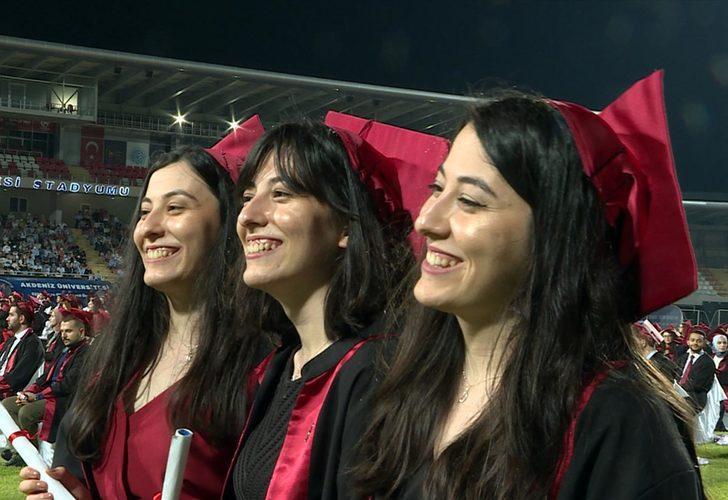 Üçüz kız kardeşler tıp fakültesinden mezun oldu