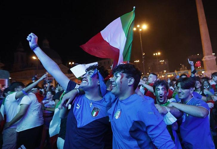 İtalyanlar, yarı finali coşkuyla kutladı