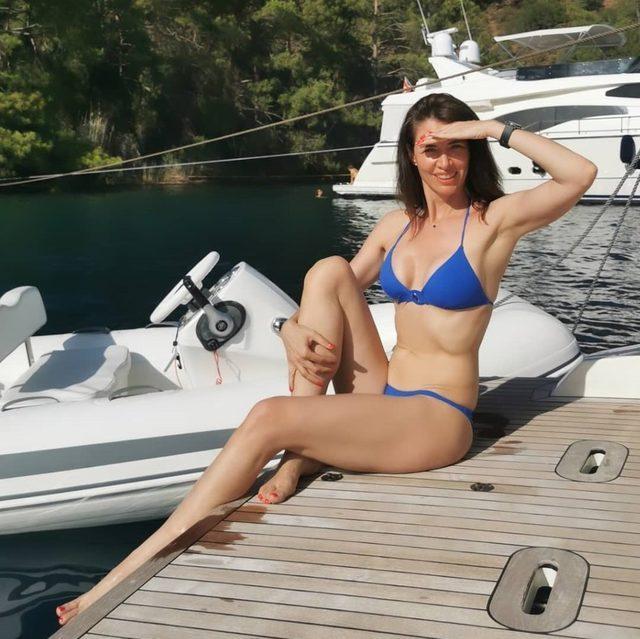 0x0-tescilli-guzel-nefise-karataydan-bikini-sov-tatil-pozuyla-genc-kizlari-kiskandirdi-paylasimi-sosyal-medyaya-damga-vurdu-1625244243072