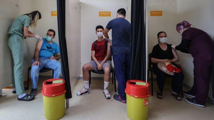 Covid: Sağlık Bakanlığı, hastalığı geçirenlere BioNTech aşısını tek doz uygulama kararı aldı