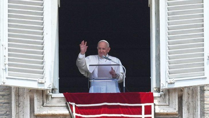 Vatikan: Papa Francesco başarılı bir bağırsak ameliyatı geçirdi