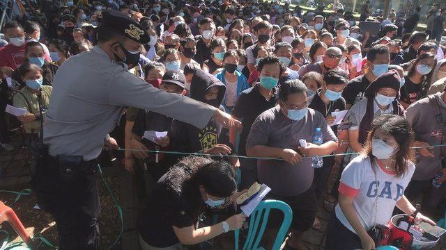 Ülke çapında aşı merkezlerinin önünde uzun kuyruklar oluşuyor (26 Haziran 2021)