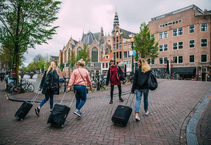 Hollanda'dan önemli karar! Çift doz aşı yaptıranlar turistik ziyaret yapabilecek