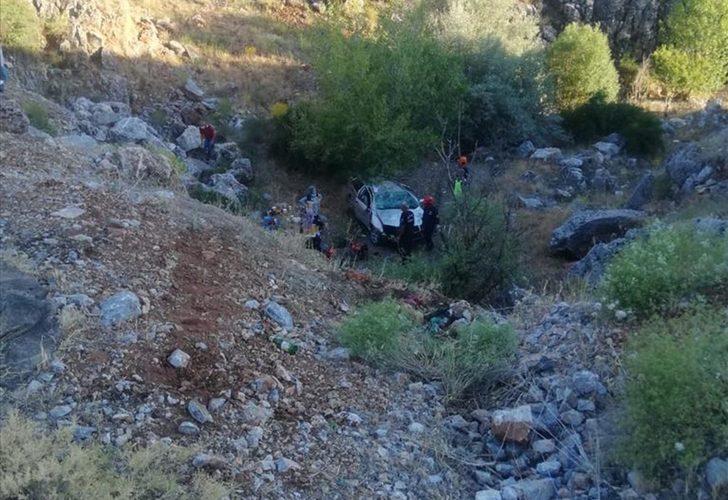 Malatya'da otomobil dereye devrildi: 1 ölü, 1 yaralı