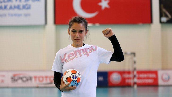 Merve Akpınar: 'Sen kızsın oynayamazsın dediler' sözleri paylaşılan 13 yaşındaki hentbolcuya destek yağdı