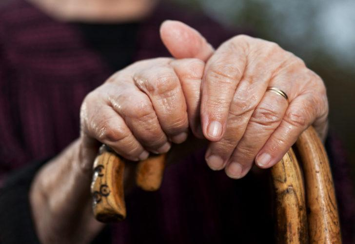 Yaşlı çiftin kavgası kanlı bitti! 80 yaşındaki kocasını bastonla öldürdü