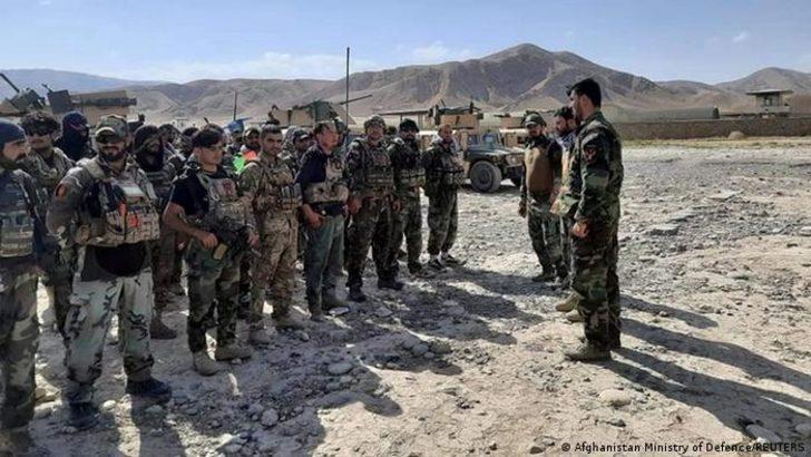 Tacikistan Afgan sınırına 20 bin asker gönderiyor
