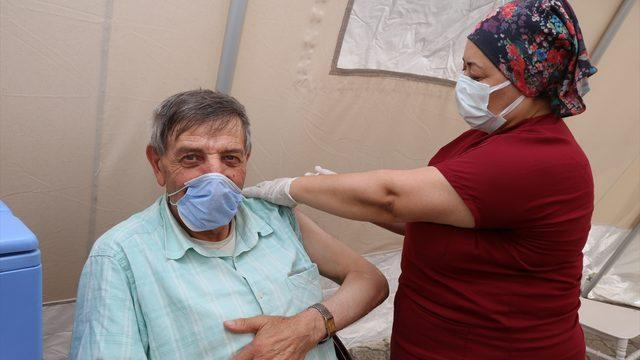 """Dünya burun şampiyonu Mehmet Özyürek'ten """"aşı olun"""" çağrısı"""