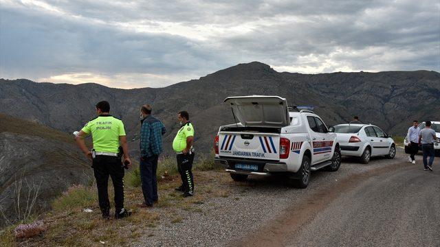 Gümüşhane'de hafif ticari araç şarampole devrildi: 6 yaralı