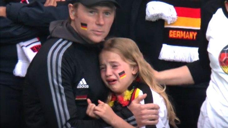 İngiltere yenilgisi sonrası ağlayan Alman çocuk için toplanan 36 bin sterlin UNICEF'e bağışlandı