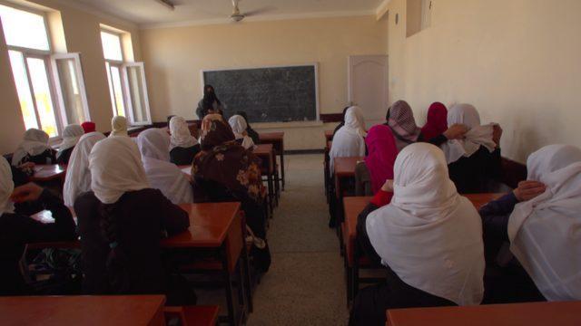Taliban'ın tekrar iktidara gelmesi durumunda kızların eğitim hakkının çiğneneceğinden endişe duyanlar var