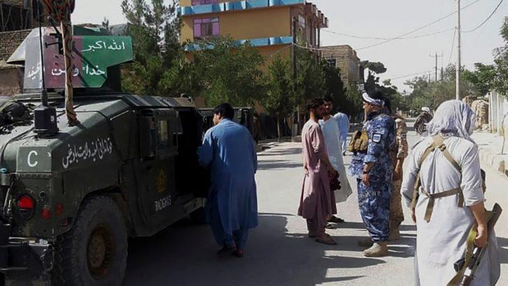 Afgan Güçleri Badgis'in Başkentini Taleban'dan Geri Aldı