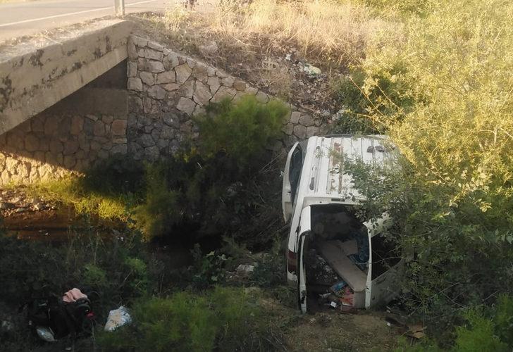 Feci kaza! Sürücü uyudu, araç dere yatağına yuvarlandı: 2 ölü, 6 yaralı