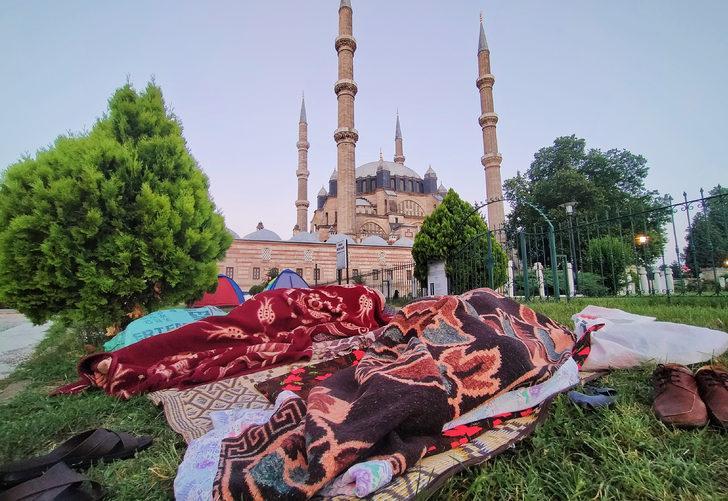 Tarihi Kırkpınar Yağlı Güreşleri'ni izlemek isteyenler Edirne'ye akın etti
