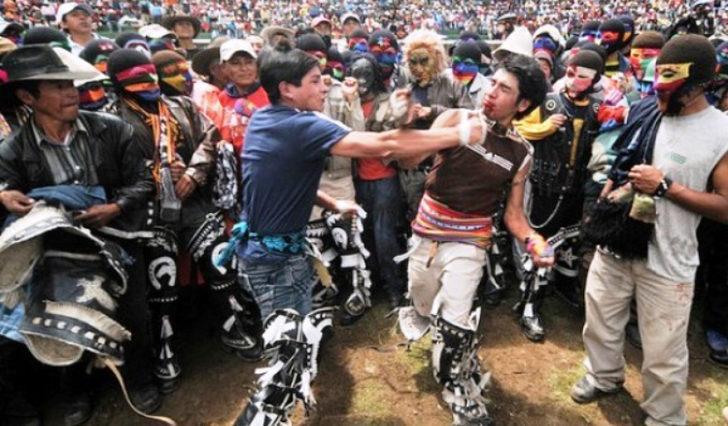 Böyle festival görülmedi! Katılımcıların birbirini dövdüğü en ilginç seremoni: Takanakuy Dövüş Festivali