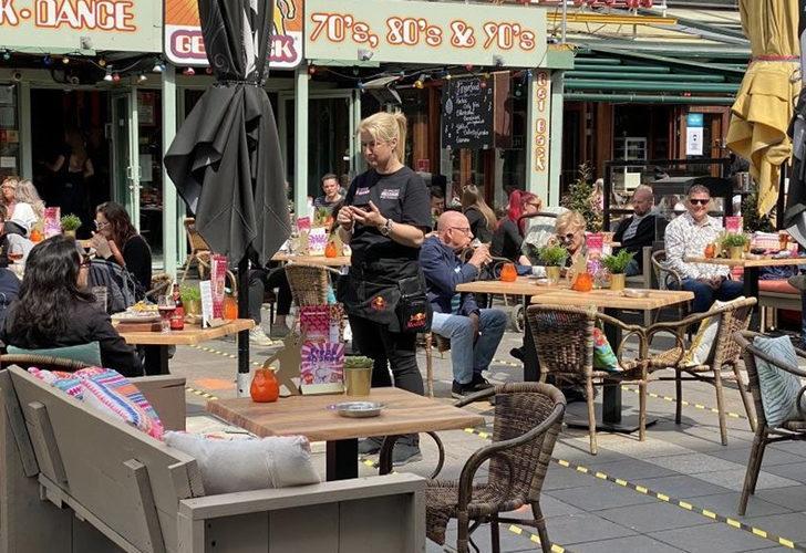 Hollanda'da vakalar arttı! Kısıtlamalar yeniden getirildi