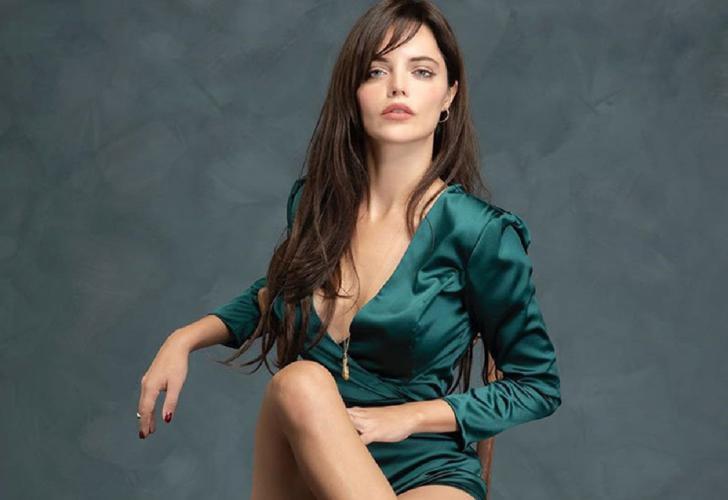 Bir Zamanlar Çukurova'nın Züleyha'sı Hilal Altınbilek derin bacak yırtmaçlı elbisesiyle boy gösterdi