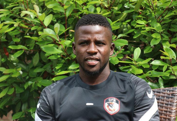 Papy Djilobodji: Santrfor bile oynarım