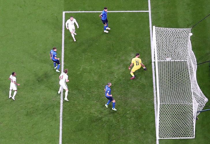 Luke Shaw'dan tarihe geçen gol