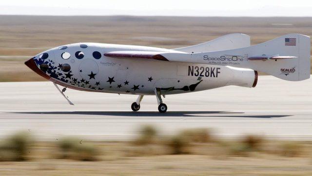 SpaceShipOne'ın Mojave çölüne iniş anı