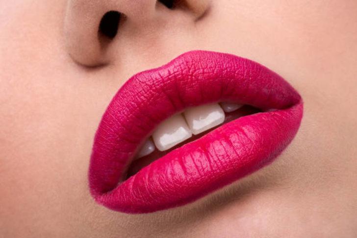 Dolgun dudaklara sahip olmak için estetik yaptırmak zorunda değilsiniz
