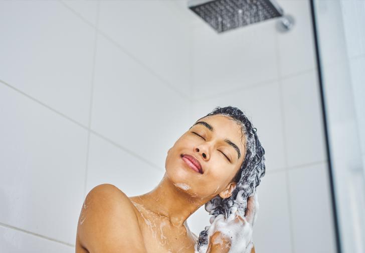Bunu herkes yapıyor ama duşta yüzünüzü yıkamamalısınız! İşte duş yaparken yüzünüzü yıkamamak için 5 neden