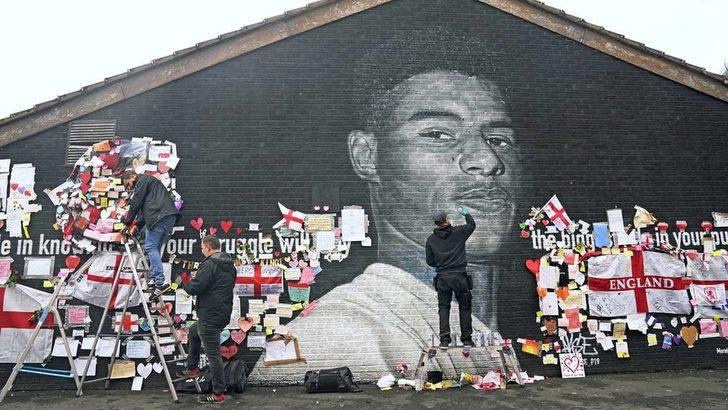 İngiltere'de milli takım futbolcularından hükümete 'ırkçılık' eleştirisi: 'Ateşi körükleyip, tiksinmiş gibi davranamazsınız'